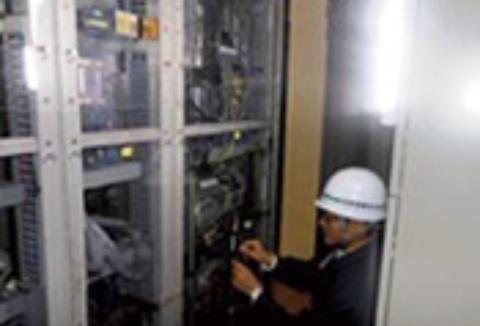 電気トラブルの停電復旧作業